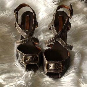 BCBGMAXAZRIA Brown Buckle Cross Front Sandals